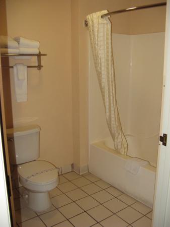 Comfort Inn & Suites: Room 310
