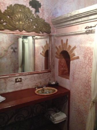 Bathroom of our room at La Casona de Antigua