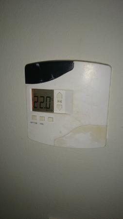 Fairmont Mayakoba: ar condicionado velho. termostato quebrado e sem conserto!