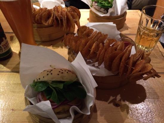 Shiso Burger: Cheesburger e patate alla paprika