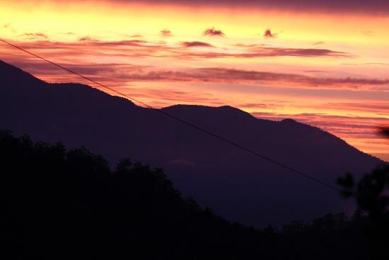 Bosque del Tolomuco: Sunrise over Mt, Chirripo