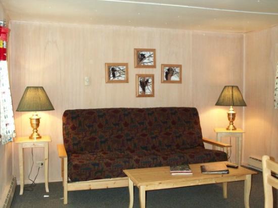 Orchard Creek Cottages: Living area