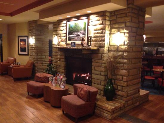 SpringHill Suites Pigeon Forge: Beautiful library!