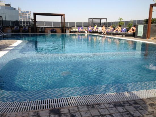 Pullman Dubai Creek City Centre: Welcoming pool area