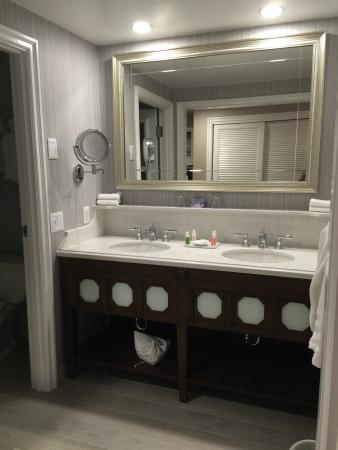 Disney S Beach Club Resort Bath Of Newly Renovated Guest Rooms