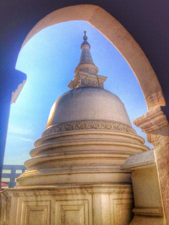 Fort Shri Sudarmalaya Buddhist Temple: The stupa