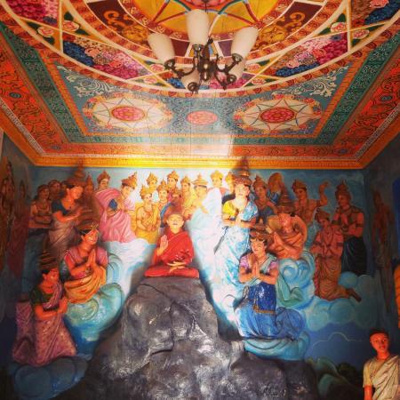 Fort Shri Sudarmalaya Buddhist Temple: Murals inside