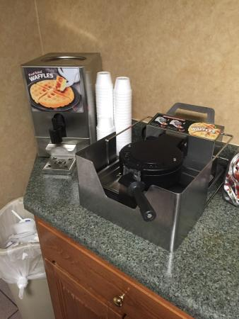 Baymont Inn & Suites Calhoun : Waffles for breakfast!