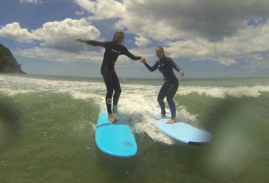 Waihi Beach, New Zealand: surfs up