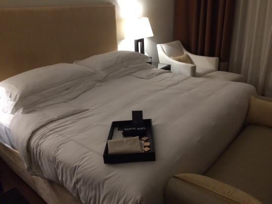 Grosvenor House Dubai : GH king size bed - suite tower 2