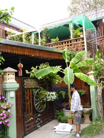 Baitong Homestay: Outside view of accommodation