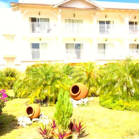 Memories Flamenco Beach Resort: building 1