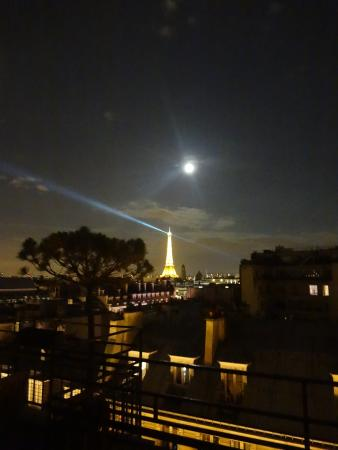 Hotel Atala Champs Elysees: Eiffel tower from Suite rooftop at Atala Chamos-Elysse hotel