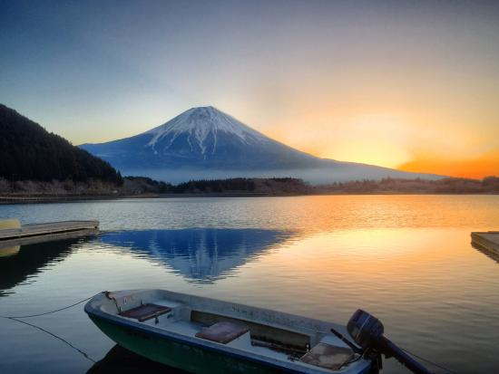 Fujinomiya, ญี่ปุ่น: Lake Tanuki at sunrise