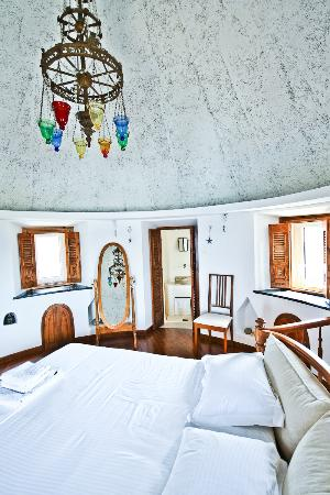 Castle Panigirakis: Windmill's roof/Main bedroom with sunset/sea view