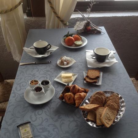 Hotel Lou Pebre d'ai: Petit déjeuner