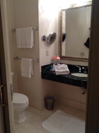 Omni San Francisco Hotel: extremely clean bathroom