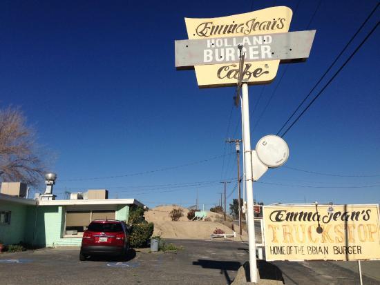 Emma Jean's Hollandburger Cafe: 60年代の映画に出てくるような外観