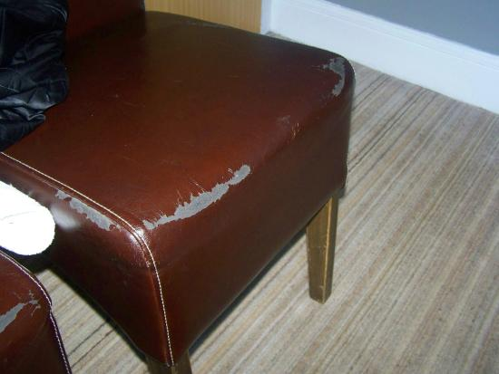 Green Park Hotel: Worn chairs