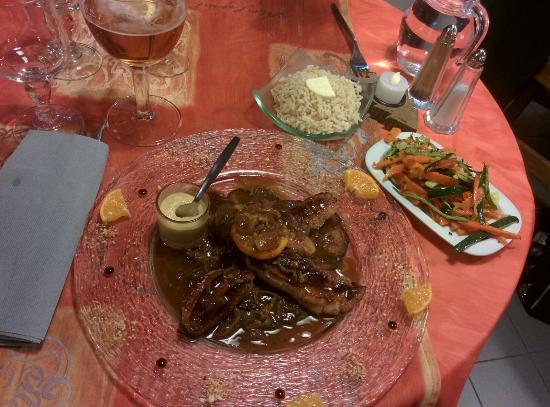 Hotel restaurant du Lac : Magret de canard au miel et pain d'épice, avec julienne de légumes et riz