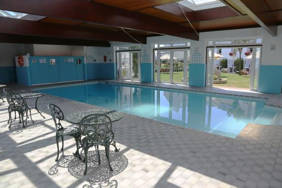Beausite Hotel : Relax in our heated pool