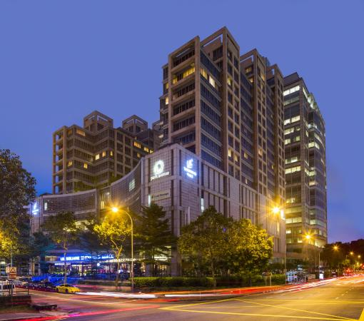 Park Avenue Clemenceau : Night view of serviced apartment