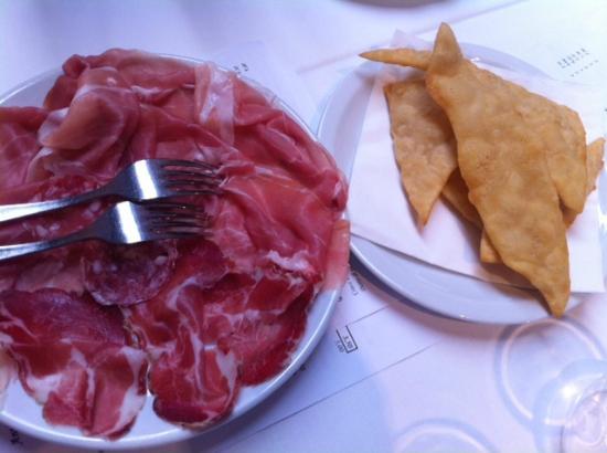 Tagiura: Salumi e gnocco fritto