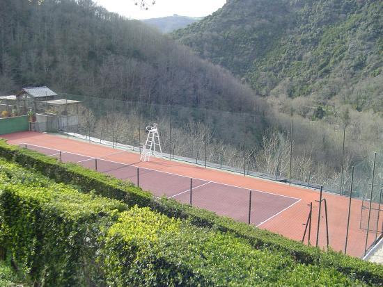 Gites de Thouy: Gîtes de Thouy - Le Court de Tennis