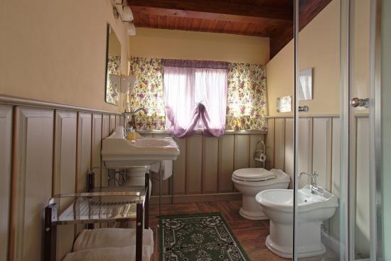 Bagno in camera con boiserie in legno fotograf a de b b villa del sole agrigento tripadvisor - Bagno con boiserie ...