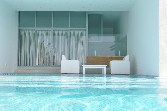 Chambre ouverte sur la piscine picture of villa for Piscine boutique