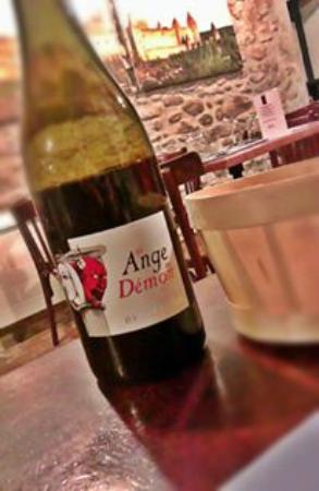 Restaurant le 37 : Our lovely bottle of local wine :)