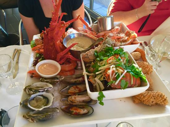 Sammy's On The Marina: Deluxe seafood platter with lobster - highly recommended!