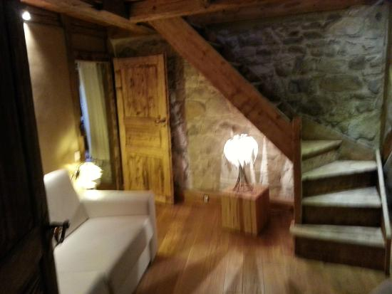 La Maison d'Artgile: entry to our split-level guestroom