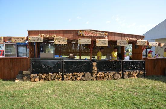 Queens Mobile Truck Bar Cuisine Picture Of Queen S Music Pub