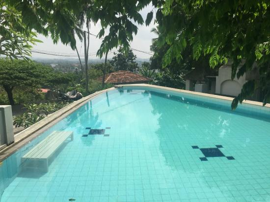 Lady Hill: Infinity Pool