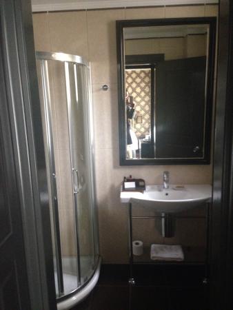 Maison Grecque: Bathroom