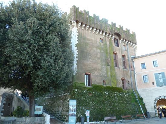 Chateau Grimaldi Musee d'Art Moderne Mediterraneen: The Grimaldi chateau museum in Haut de Cagnes sur mer