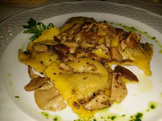Agriturismo Campo Antico: Ravioli tartufo e porcini