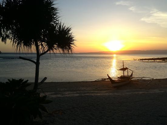 Tambaron Green Beach Resort : that beautiful sunset