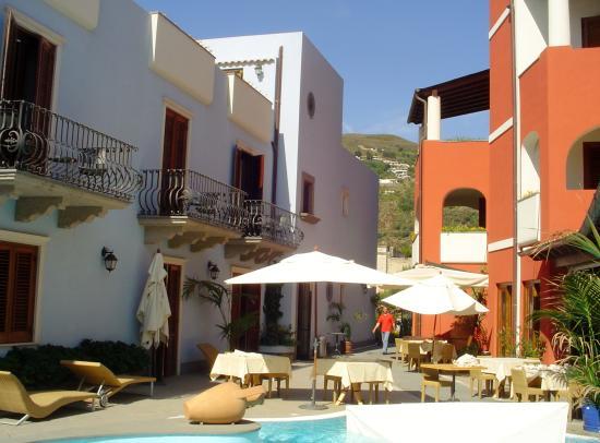 Grand Hotel Arciduca: vue globale du patio