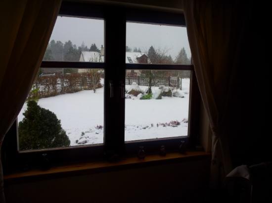 Beinn Sealladh B&B : front bedroom winter view