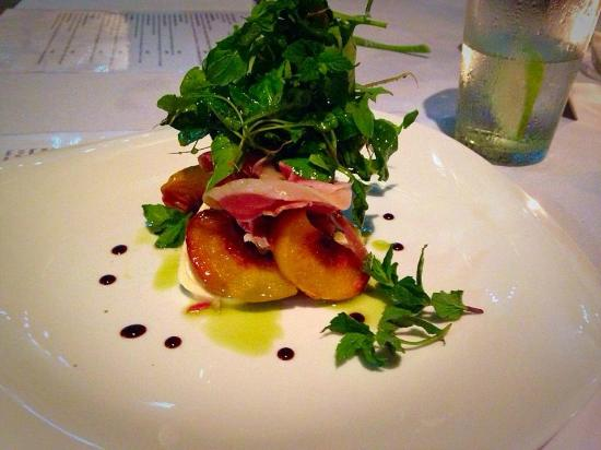 Ganache Cafe: Peach and Parmaham salad
