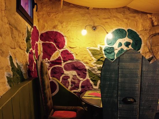 Le Patio des Createurs: Colourful interior