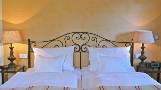 Galerie-Hotel: Zimmer 26 mit Parkblick
