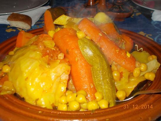 Hotel Riad Beldi : couscous préparé par Omar