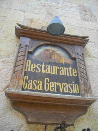Casa Gervasio: Cartel en la fachada