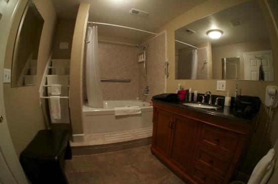 Yosemite Big Creek Inn: Madera Room Bathroom