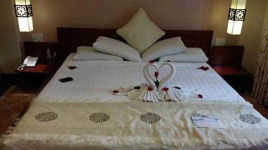Long Life Riverside Hotel & Spa: our bedroom welcomes us