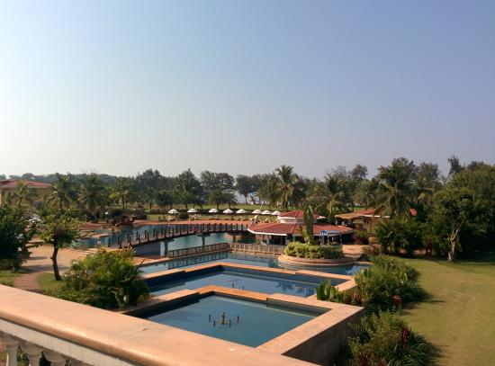 The LaLiT Golf & Spa Resort Goa : Hotel & grounds