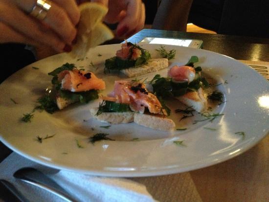 Aegli Zappiou: Tartine Caviale e Salmone in Athens